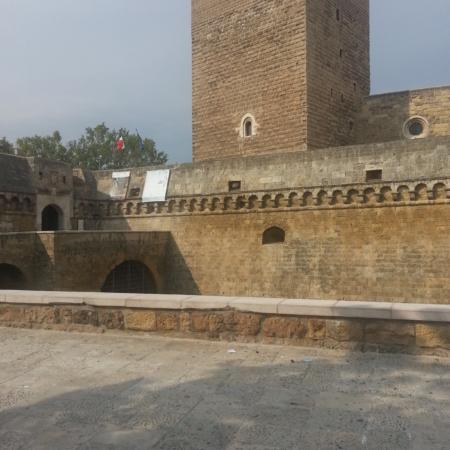 Castello Svevo Bari Taxi Ncc