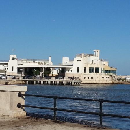 Navetta-porto-di-Bari
